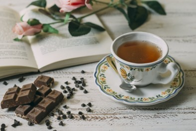 close-up-cup-tea-with-chocolate_23-2148312074