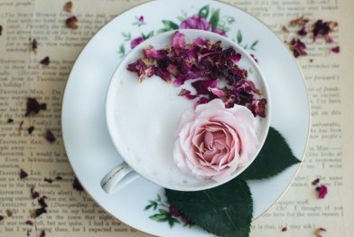 round-white-pink-floral-plate-with-cup-tea-roses_198174-24 (1)